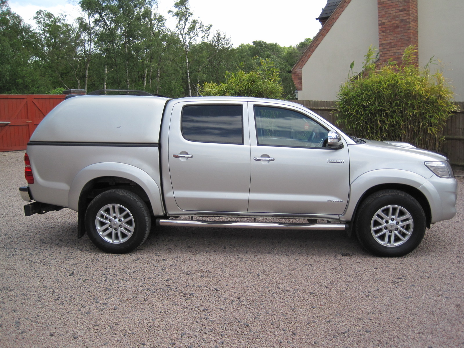 2014 64 Toyota Hilux 3.0 D-4D Invincible Double Cab Pickup SILVER 1 OWNER FROM NEW IMMACULATE! NO VAT! SOLD! full
