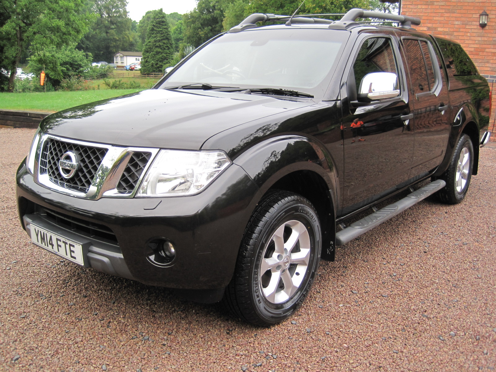 2014 14 Nissan Navara 2.5 dCi Tekna Double Cab Pickup 4dr ABSOLUTELY PRISTINE CONDITION! NO VAT! ONLY USED AS A CAR! SOLD! full