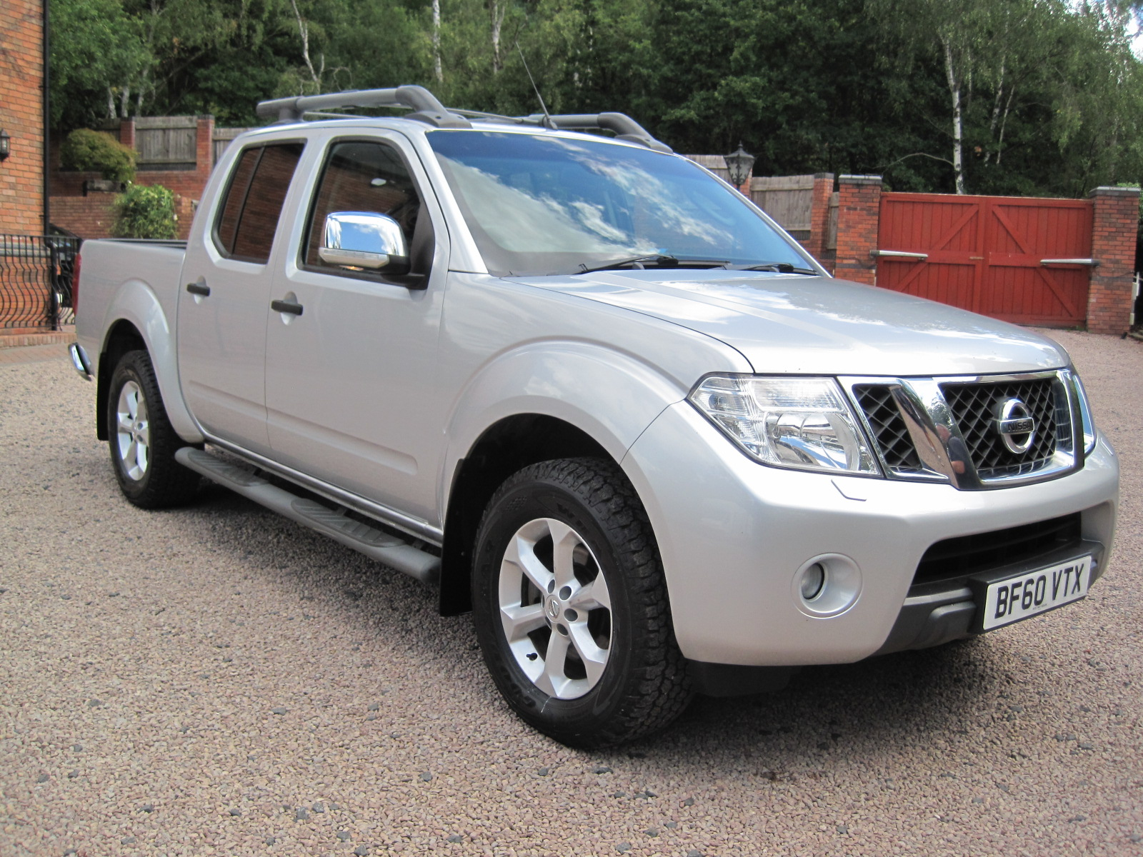 2010 10 Nissan Navara Tekna Premium Connect AUTO 2.5 4WD Double Cab LOW MILES! PRISTINE! ONLY USED AS A CAR! NO VAT!