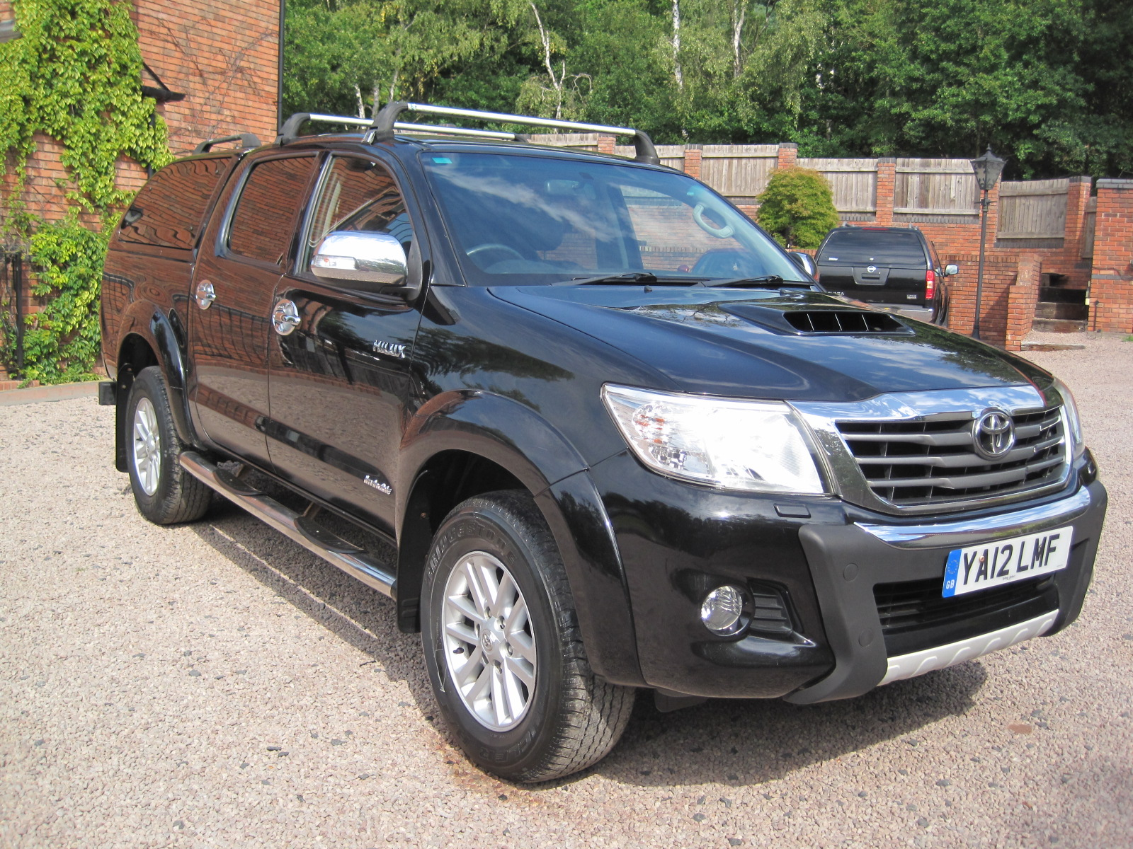 2012 12 Toyota Hilux 3.0 D-4D Invincible Crewcab Pickup 4dr VERY LOW MILES! ABSOLUTELY PRISTINE! NO VAT!