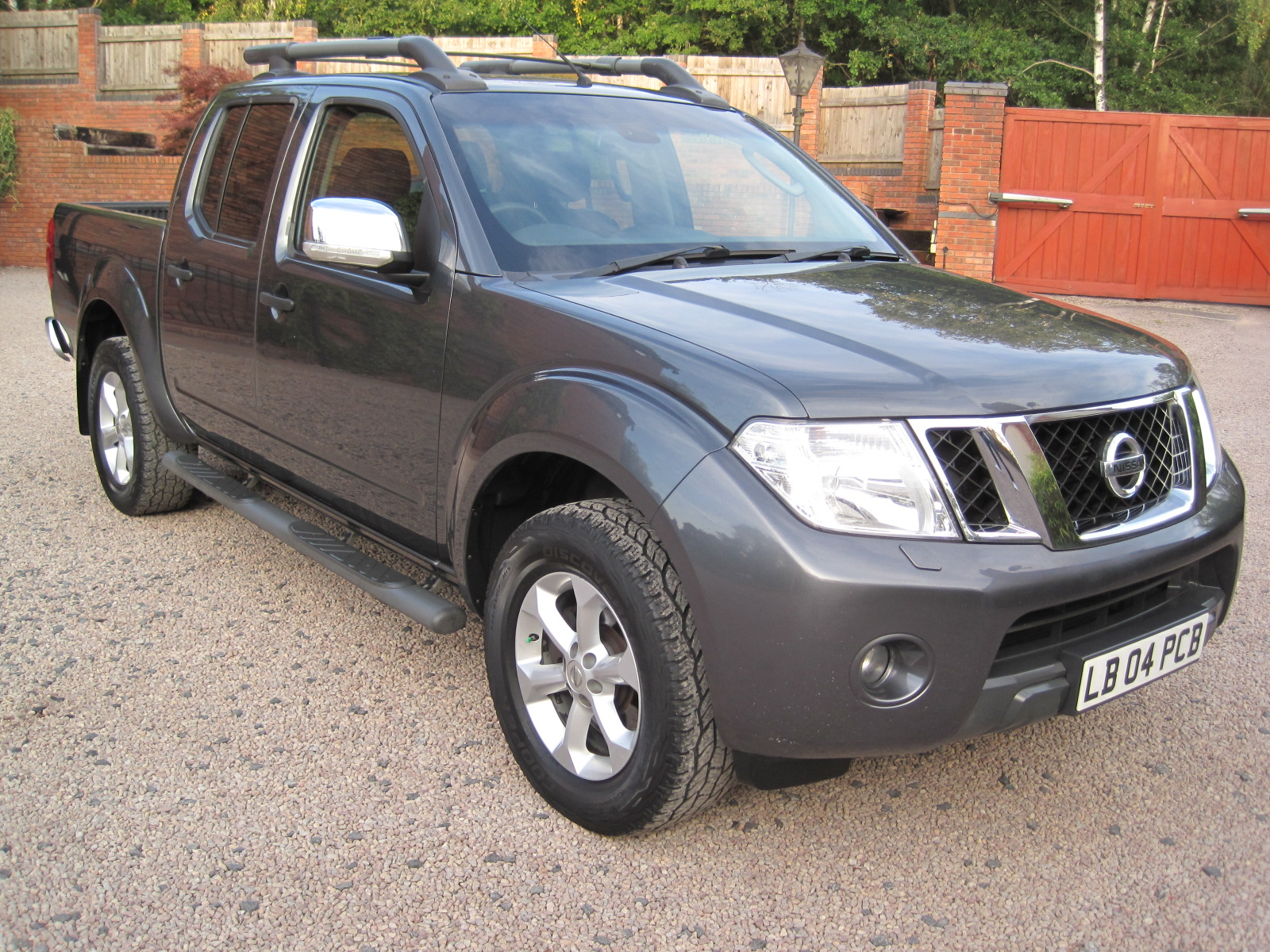 2012 12 Nissan Navara 2.5 dCi Tekna Premium Connect Double Cab Pickup ABSOLUTELY PRISTINE THROUGHOUT! NO VAT!