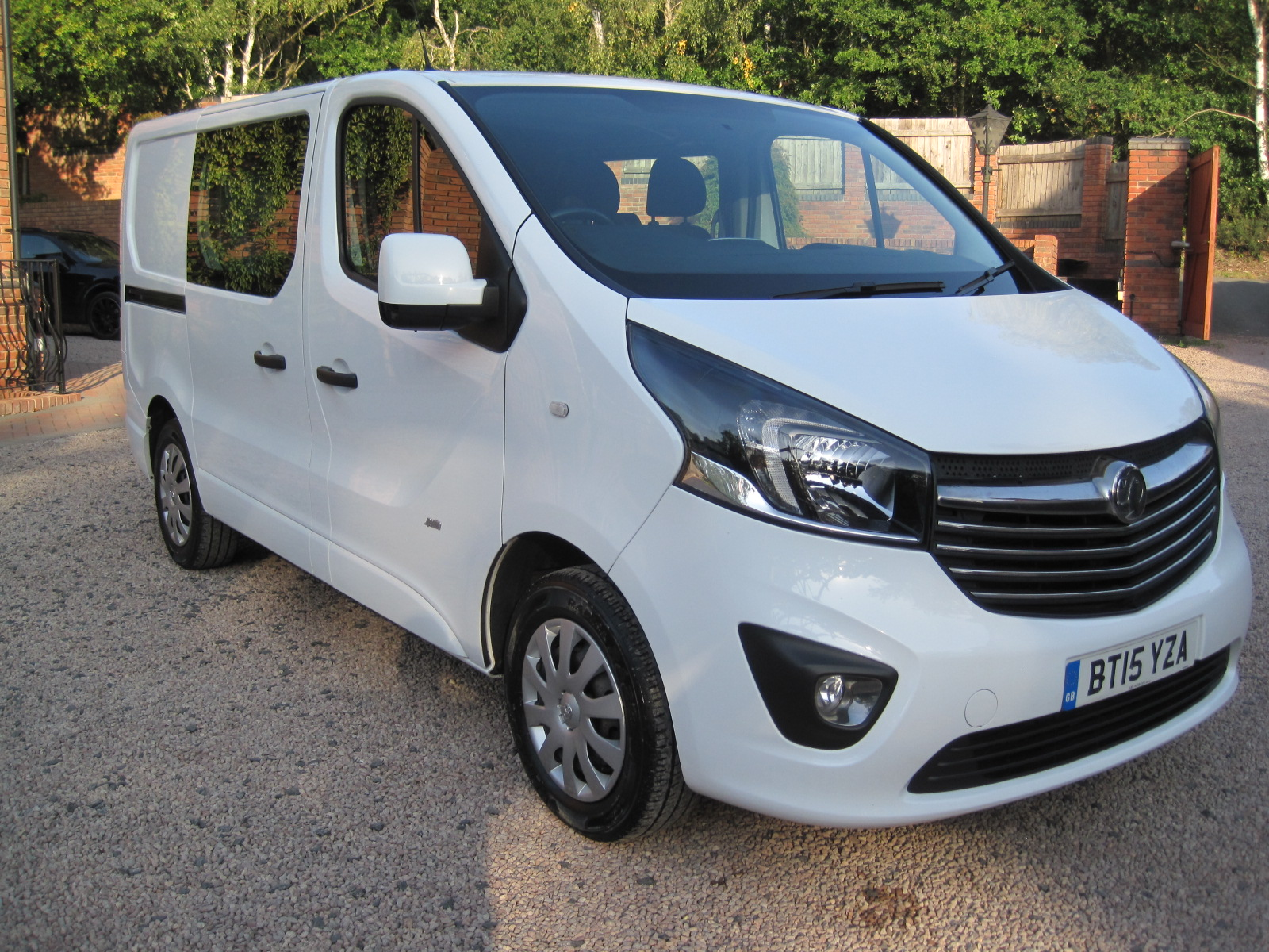 2015 15 Vauxhall Vivaro 2900 Sportive CDTI CREW CAB 6 Speed ABSOLUTELY PRISTINE THROUGHOUT! NO VAT!