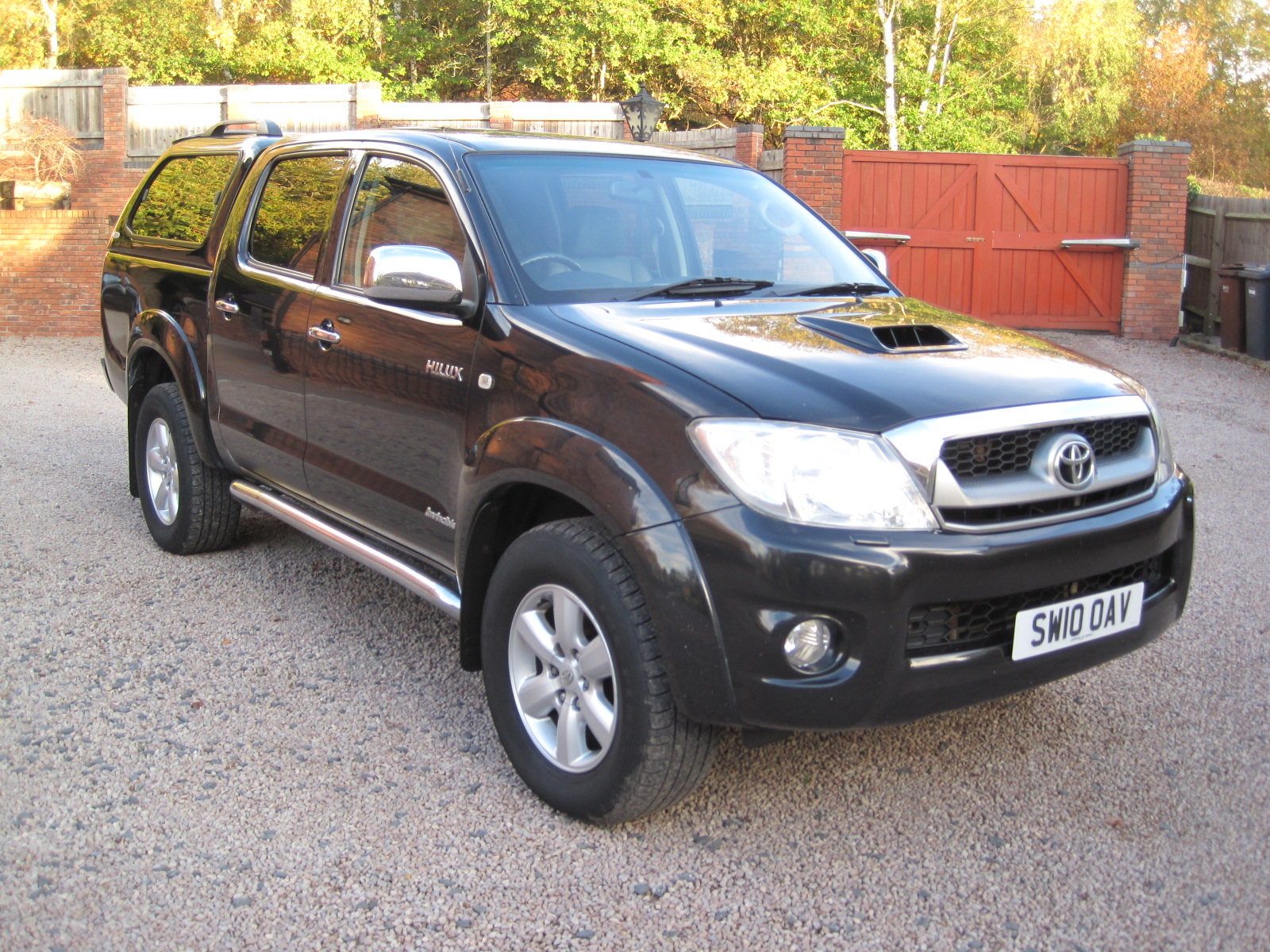 2010 10 Toyota Hilux 3.0 D-4D Invincible Double Cab Pickup ABSOLUTELY STUNNING TRUCK VERY LOW MILES NO VAT!