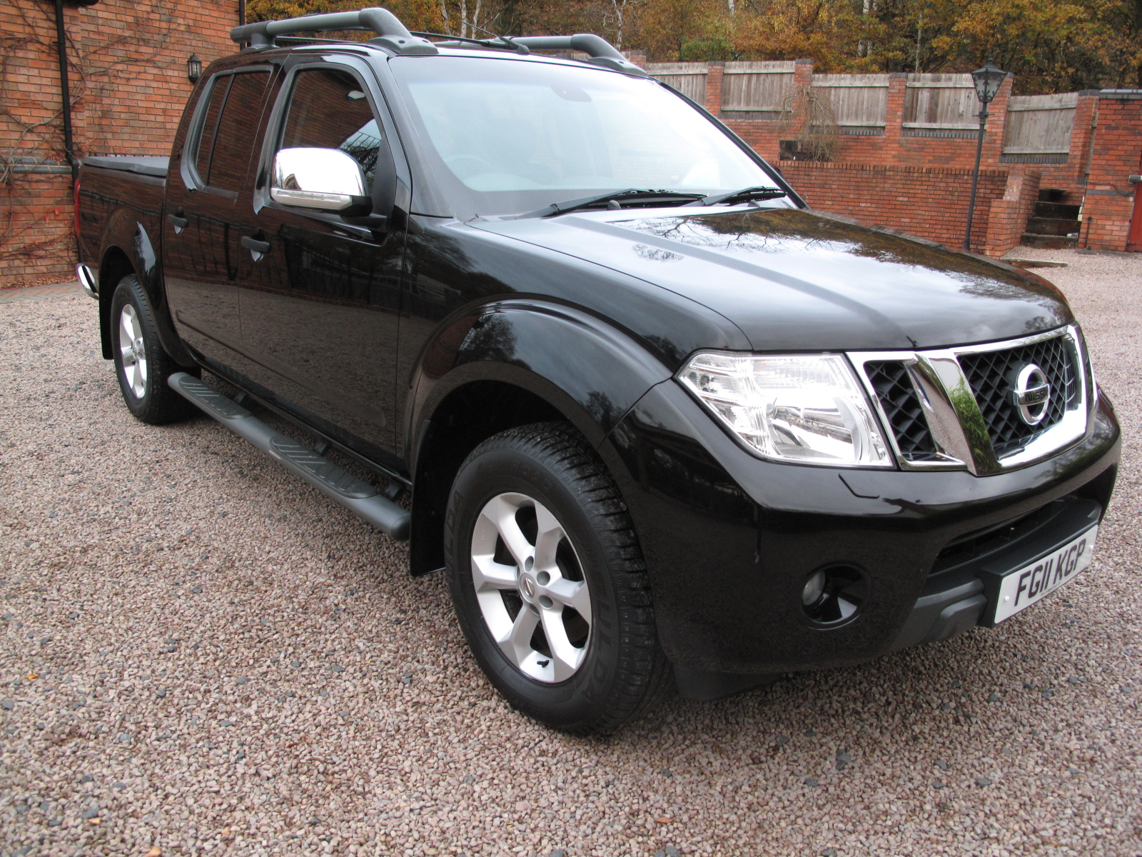 2011 11 Nissan Navara 2.5 dCi Tekna Premium Connect Double Cab Pickup VERY LOW MILES! ABSOLUTELY PRISTINE! NO VAT!