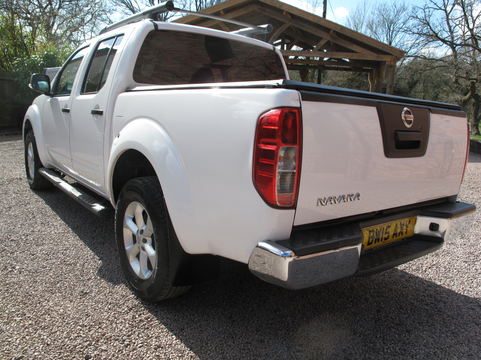 2015 15 Nissan Navara 2.5 dCi Tekna Premium Connect Double Cab Pickup 4WD VERY LOW MILES! TOP OF THE RANGE! STUNNING CONDITION! 1 OWNER NO VAT! full