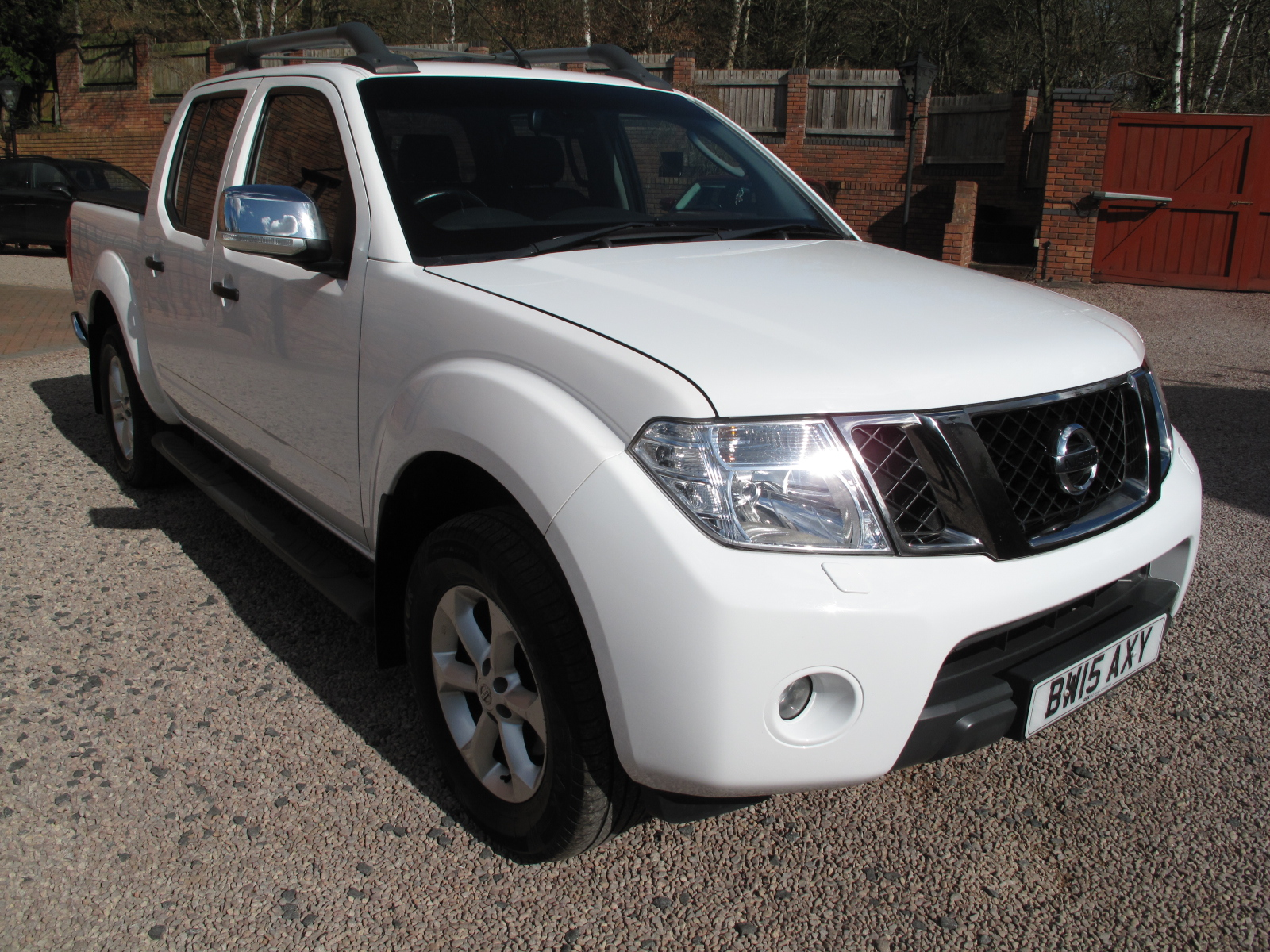 2015 15 Nissan Navara 2.5 dCi Tekna Premium Connect Double Cab Pickup 4WD VERY LOW MILES! TOP OF THE RANGE! STUNNING CONDITION! 1 OWNER NO VAT!