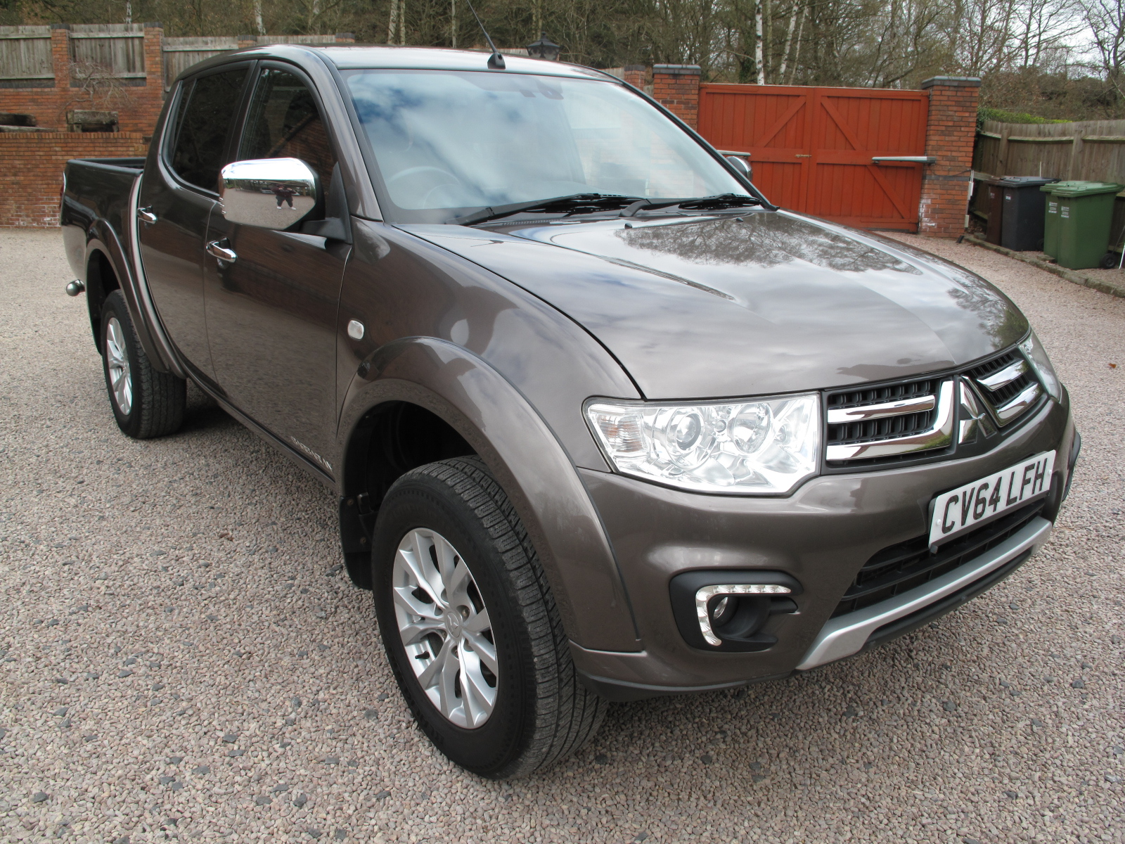 2014 64 Mitsubishi L200 2.5 DI-D CR Barbarian 176 LBDouble Cab Pickup 4WD ABSOLUTELY PRISTINE! ONLY USED AS A CAR! LOW MILES! NO VAT!