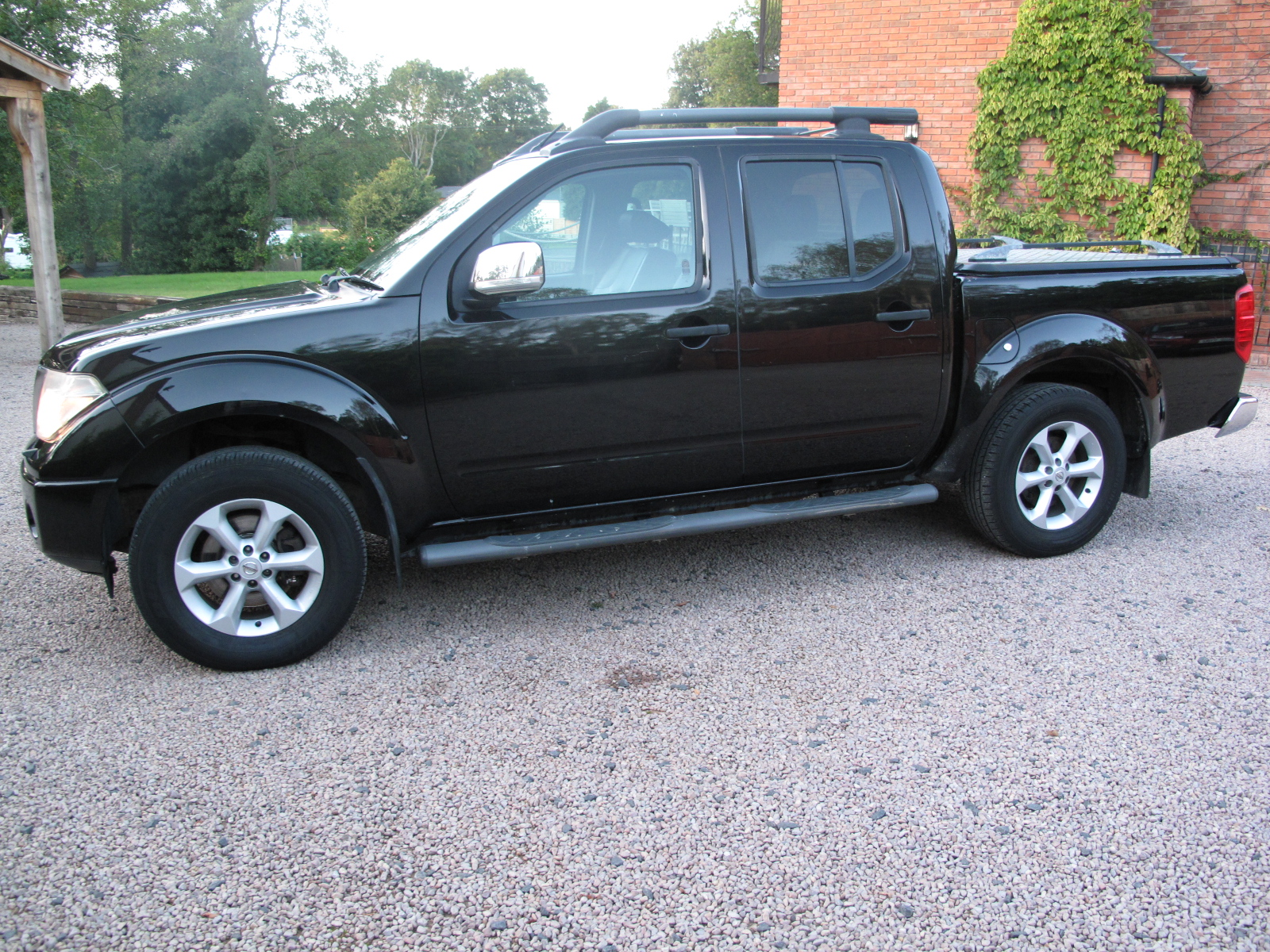 2010 59 Nissan Navara 2.5 dCi Tekna Double Cab Pickup EXCELLENT CONDITION THROUGHOUT! NO VAT! full